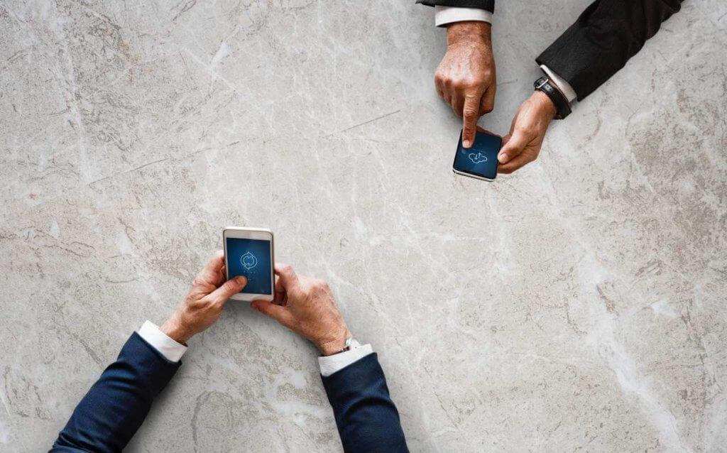Mit dem Internet über Satellit, können Nutzer überall online gehen.