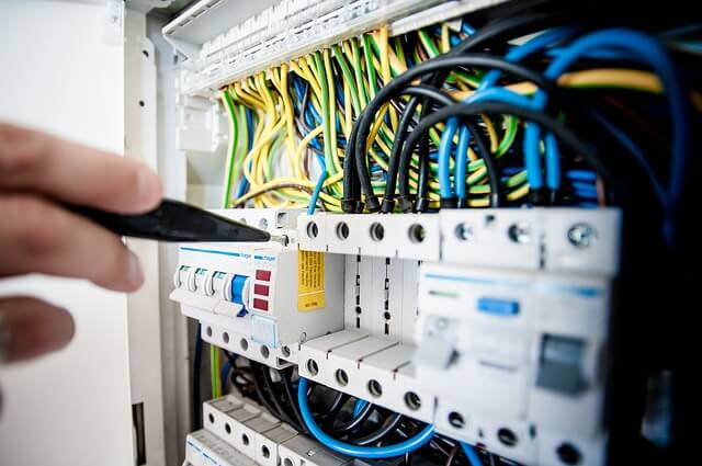 Mit einem Stromvergleich Gewerbe die besten Konditionen für Gewerbekunden finden.
