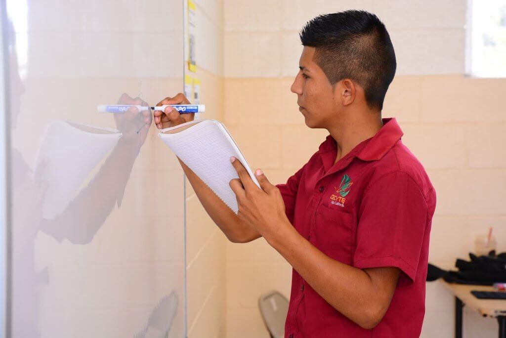 Durch eine Anlagenmechaniker Weiterbildung kann sich weiterqualifiziert werden und auf der Karriereleiter emporgestiegen werden.